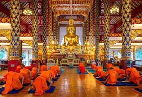 statua del Buddha nel wat Suan Dok foto