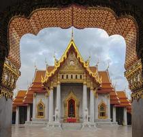 tempio di marmo a bangkok (wat benchamabophit) foto