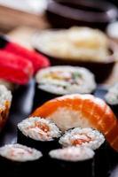 concetto decorativo di frutti di mare con sushi giapponese