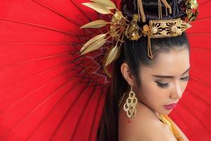 donna tailandese in costume tradizionale della Tailandia