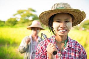 Myanmar agricoltore tradizionale asiatico foto