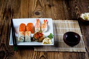 set di sushi giapponese fresco
