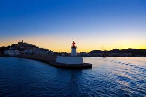 Tramonto della città di Eibissa Ibiza dal faro rosso foto
