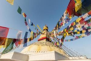 bodhnath stupa con bandiere di preghiera, Kathmandu, Nepal foto