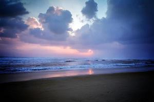nuvola cielo al tramonto sullo sfondo