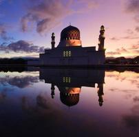 Kota Kinabalu moschea galleggiante a Sabah, Borneo, Malesia foto