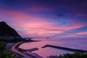 strada che passa la costa foto