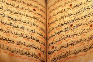 vecchia pagina del Corano foto