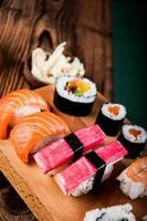 insieme giapponese saporito dei sushi