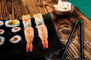 frutti di mare giapponesi, set di sushi