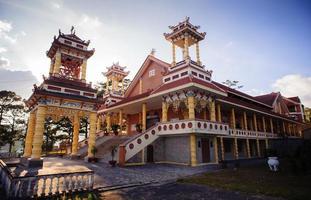 du sinh - chiesa in stile orientale - città di Dalat foto