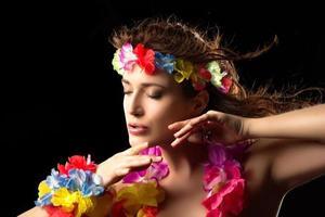 bella ragazza del partito di luau. danza hula foto