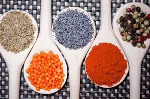 raccolta di spezie per una cucina sana foto