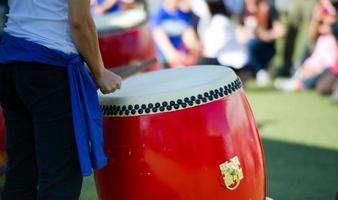 suonatore di percussioni foto