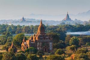 i templi di Bagan all'alba, Mandalay, Myanmar foto