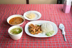 impostare il pasto a bordo del chiang mai al treno di Bangkok, in Thailandia