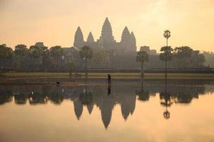 Angkor Wat all'alba, in Cambogia