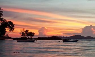 Pattaya, Tailandia, spiaggia di Wongamat al tramonto (vista koh larn)
