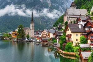 villaggio di Hallstatt in austria foto