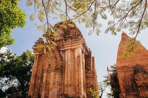 pag nagar cham torri pagoda a nha trang, vietnam foto