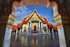 wat benjamaborphit il tempio di marmo di bangkok foto