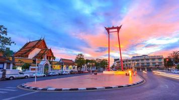 altalena gigante, tempio di Suthat, Bangkok, Tailandia foto