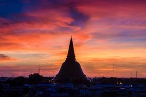phra pathom chedi è il punto di riferimento della provincia di bangkok (thailandia)