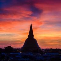 phra pathom chedi è il punto di riferimento della provincia di bangkok (thailandia) foto