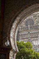 portale el perdon entrance, cattedrale di siviglia, spagna foto