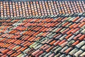 vecchio tetto di tegole