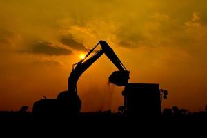 escavatore a cucchiaia rovescia silhouette foto