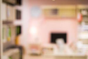 sfocatura astratta persone nel negozio di mobili per lo sfondo foto