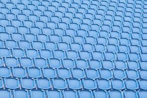 sedile blu nello stadio sportivo