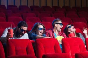 le emozioni della gente al cinema foto