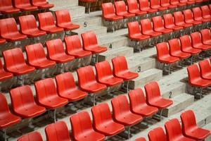 sedili stadio rosso vista laterale foto