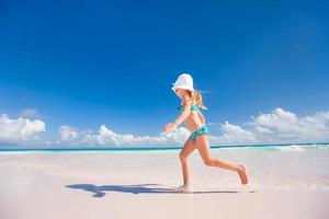 bambina in vacanza foto