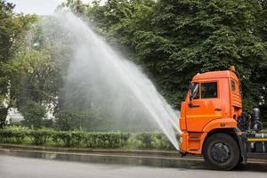 irrigazione del lavoro sul parco pubblico