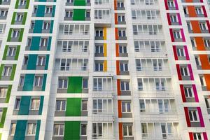 bella casa moderna con facciate colorate