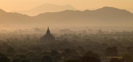 vecchia pagoda in bagan foto