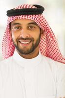 ritratto alto vicino dell'uomo arabo foto
