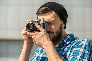 uomo che fa foto