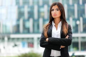 ritratto della donna di affari all'aperto