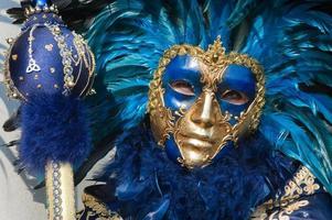 maschera d'oro blu con piume
