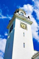 torre dell'orologio bianco foto