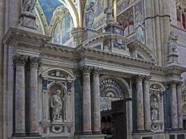 chatedral di pavia, italia