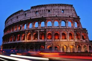 Anfiteatro flaviano o Colosseo a Roma, Italia
