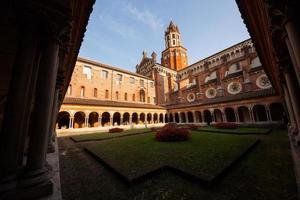 chiostro della basilica di sant'andrea, vercelli, piemonte, italia