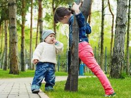 bambini nel parco foto