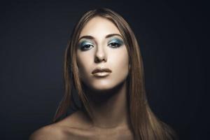 Ritratto di bellezza di giovane donna