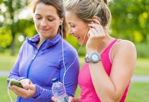 amicizia e fitness nel parco foto